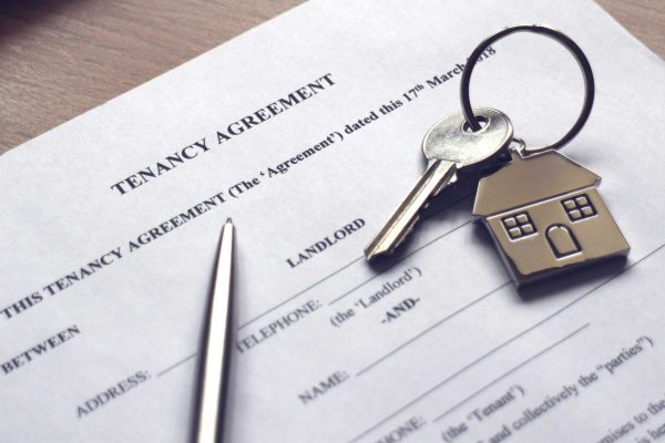Tenancy agreement with pen and keys